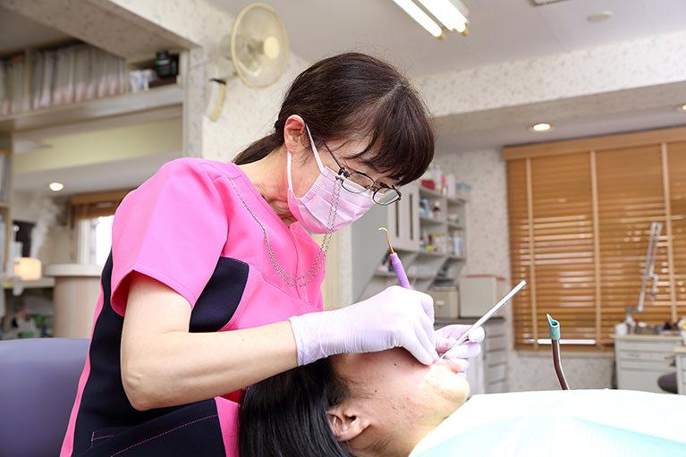 1.歯を削らず、神経を抜かない治療を行っています。